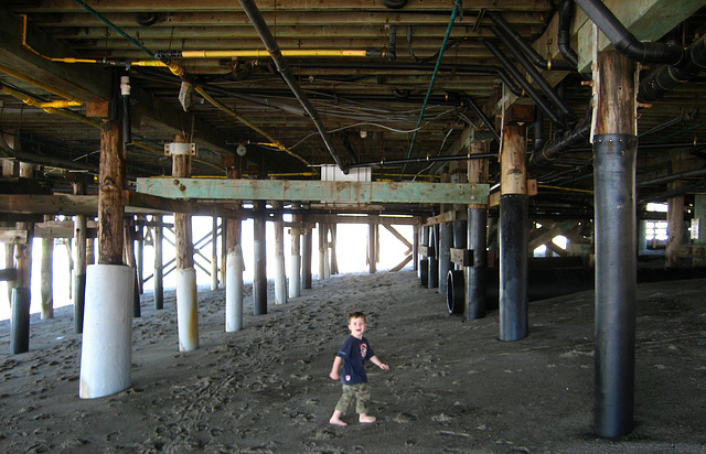 Under San Clemente Pier (9206)