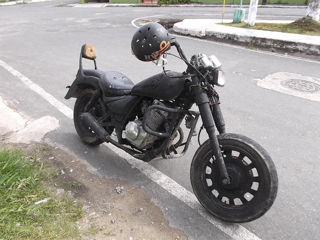 Moto modifiée avec du vécu / Old modified motorcycle