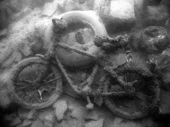 Unterwasserschrott I - Scrap underwater I