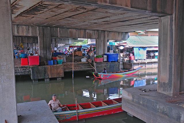 Khlong Sam Wa underneath the highway bridge