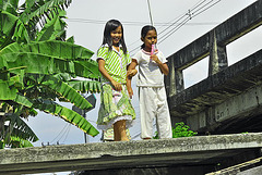 Young audience at the Khlong side