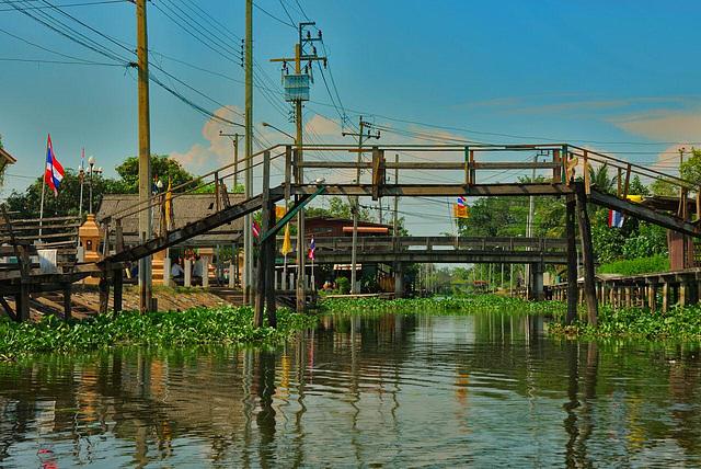 Along the Khlong Saen Saeb