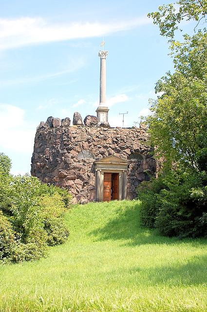 Monumento kun ŝtonoj de la Vesuvo
