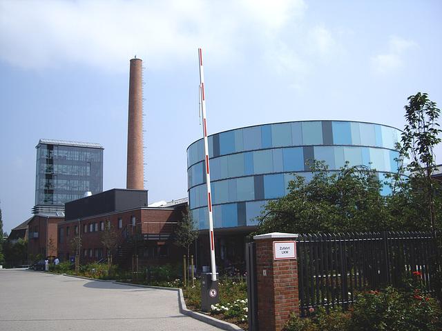 aus der alten Schnapsfabrik wird ein neues Reedereigebäude / from old Destillery to an  ocean carrier headquarter