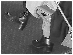 Blonde in chunky heeled boots /  Blonde en bottes à talons moyens et larges - Aéroport de Bruxelles - 19 octobre 2008 - Photofiltrée en noir & blanc.