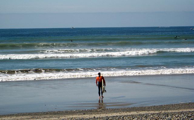 Ky Entering Surf (1308)