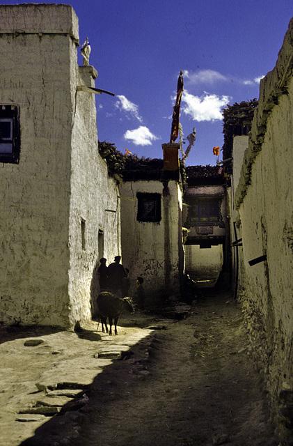 Alleyway in Mustang town