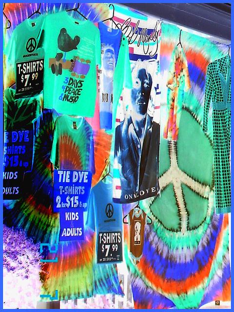 Colourful T-shirts display - T-shirts assortis de couleurs vives