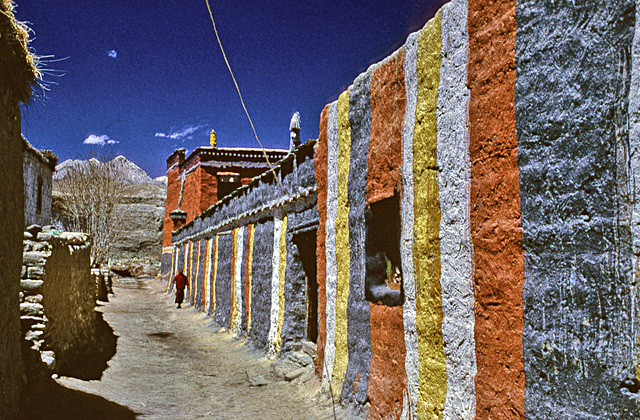 Along an alley in Mustang town