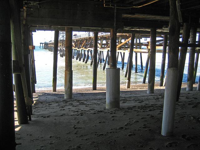 Under San Clemente Pier (9207)
