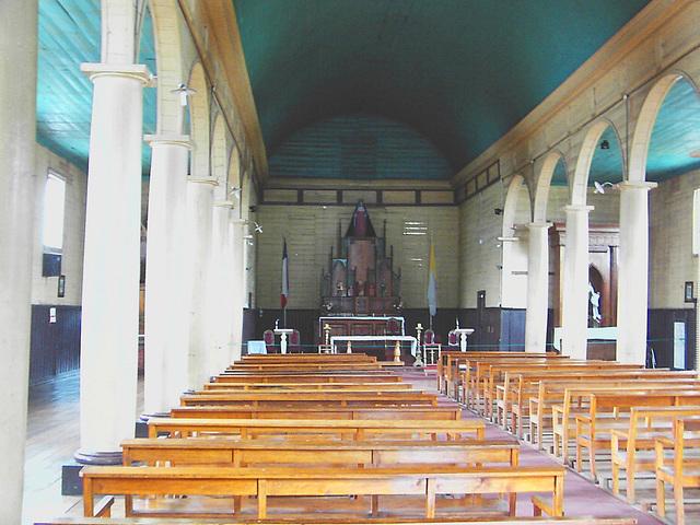 intérieur d'église en bois. Within a wooden church