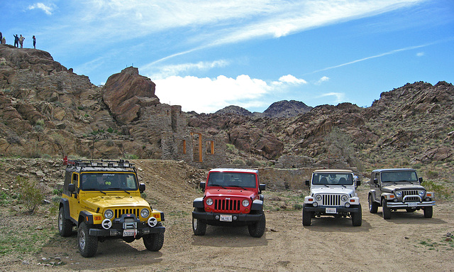 Jeeps at Red Cloud Road Structure (1389)