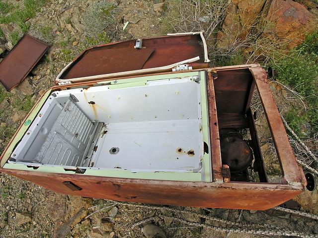 Refrigerator (7125)