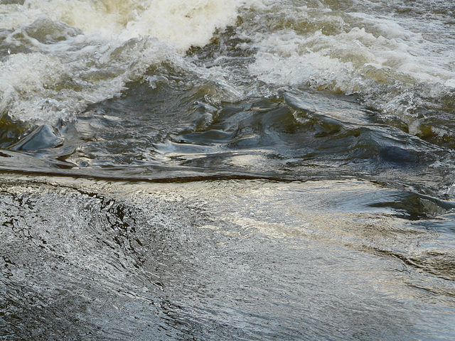 un petit endroit où la rivière est agitée!!!