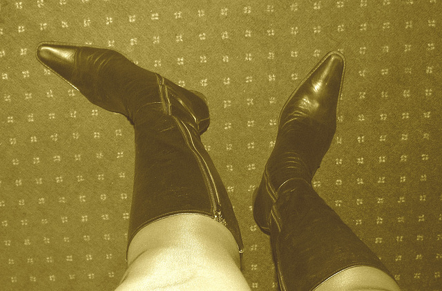 Ipernity charming friend's reward - Gleaming pointed tips black sexy boots and shapely legs ! !  Sepia