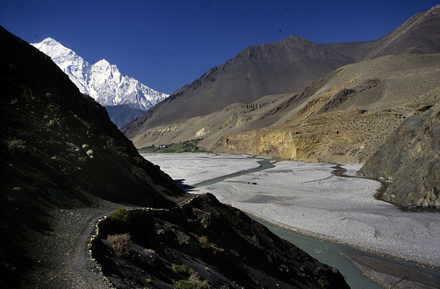 Our treck along the Kali Gandaki river
