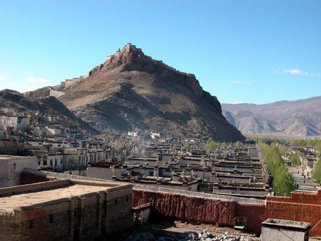 Gyantse and its Dzong