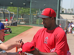 Anaheim Angels Signing Autographs (0978)