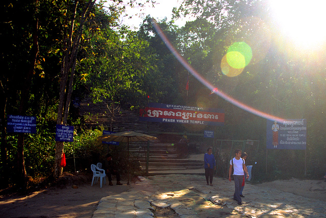 Entrance to the Phra Vihaan hill