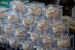 Autographed Baseballs (1385)