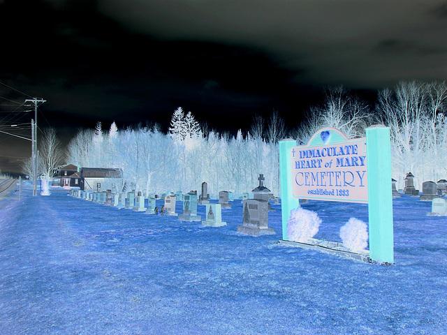 Immaculate heart of Mary cemetery - Churubusco. NY. USA.  March  29th 2009 - Effet de négatif