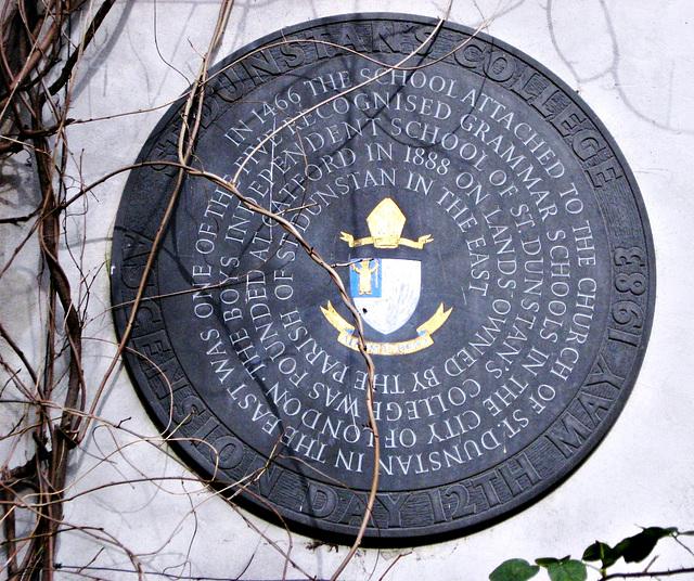 Round monument