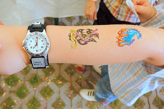 tatuo forviŝebla, horloĝo