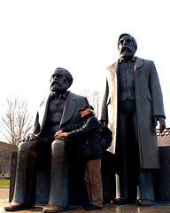 Marx, Engels und Fan_berlin