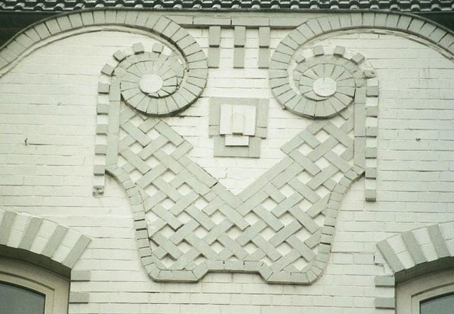 Fassadendekoration mit Ziegeln