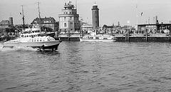 Cuxhaven  Auslaufendes Tragflächenboot