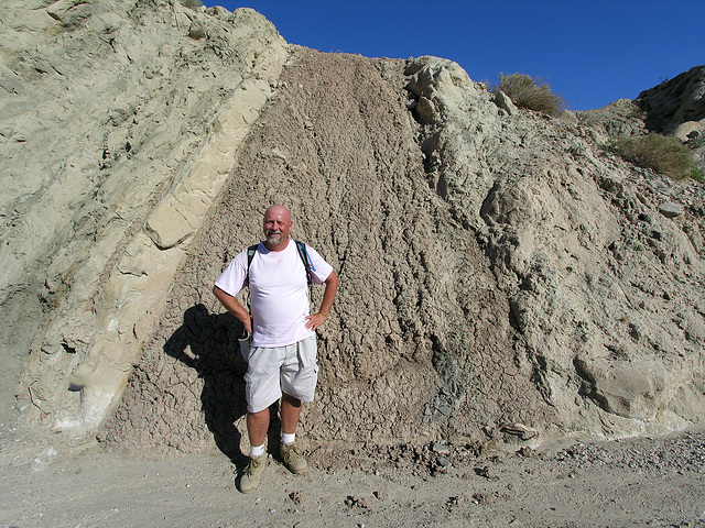 I Pose With Seismic Feature (7167)