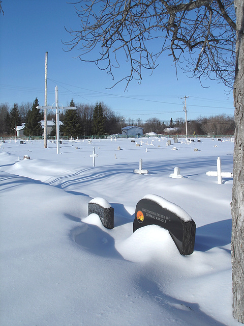 Cree Cemetery / Cimetière Cri