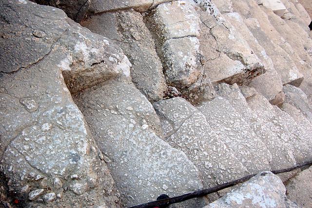 antikva ŝtuparo en teatro Aspendos