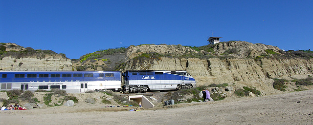 Amtrak Along San Clemente Beach (7082)
