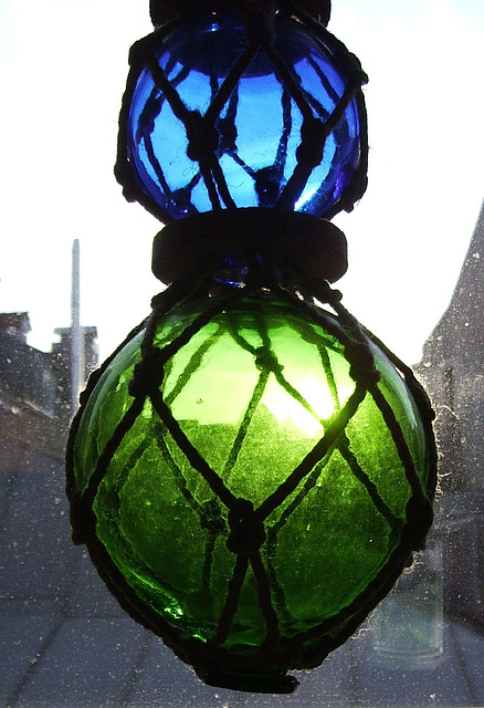 blue and green spheres