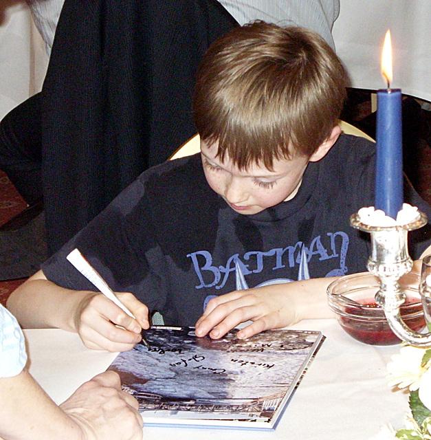 Torben sign the photobook