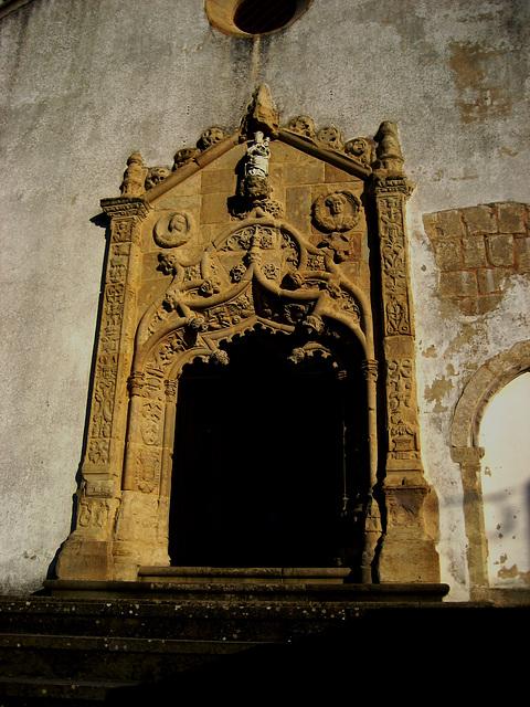 Sobral de Monte Agraço, Church of S. Quintino, portal (3)