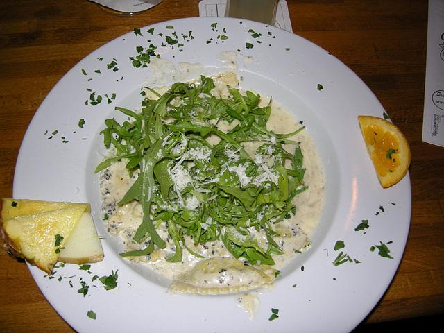 Ravioli in schwarzer Trüffelsauce