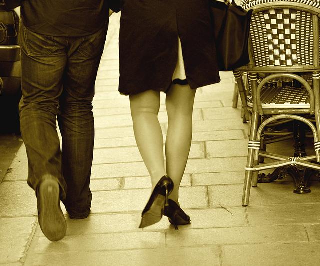 Cadeau de Katalin et Agatha  / Talons hauts et jambes gracieuses - High heels and sexy legs / Sepia  /   Paris , France.  14 février 2009