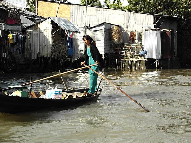 au fil du Mékong ..Over the Mekong River ..