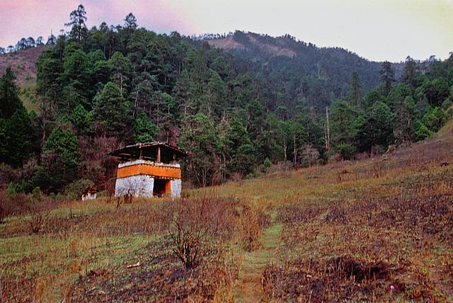 Lonely chorten on the way near Ujen Chholeng
