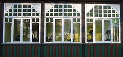 altes Fenster des Fitnesstudios in Eschede
