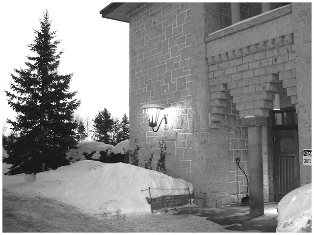 Abbaye St-Benoit-du-lac  /   St-Benoit-du-lac  Abbey -  Quebec, CANADA  -  February  6-7-8 février 2009- B & W   -   Photofiltrée en noir et blanc