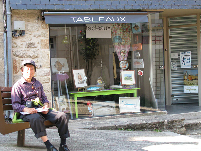 antaux Art-galerio en Auray, Francio=in front of an Art-gallery in Auray, France_2012.05