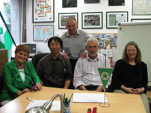 kun Hungaraj Esperantistoj_cxe la oficejo de HEA_2012.05
