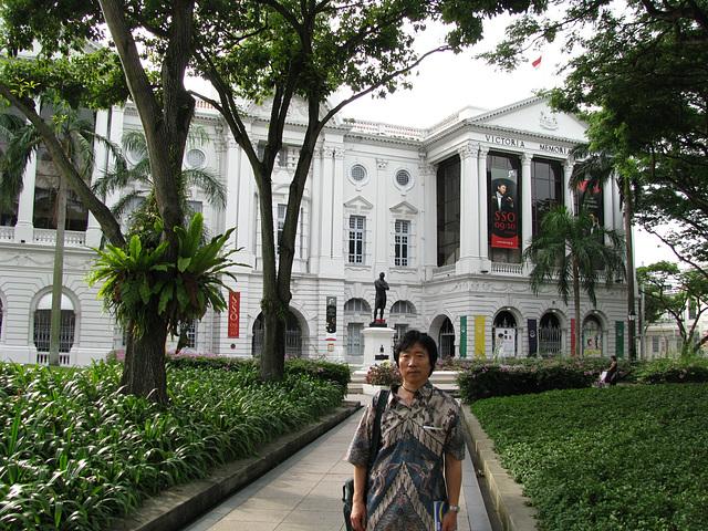 Antaux la Victoria Memor-halo de Singapuro/싱가폴-빅토리아메모리얼홀-래플즈동상앞_090819