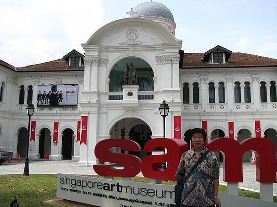 Antaux la Arta Muzeo de Singapuro=Song in front of the SingapureArtMuseum/싱가폴-싱아트뮤지엄앞에서_090819