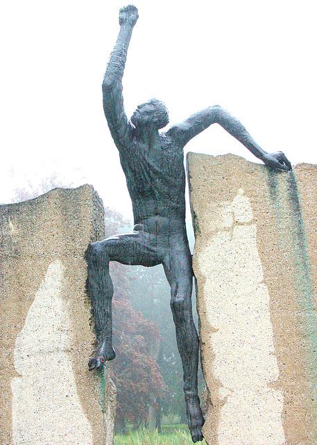 Doberan -monumento en la parko apud la preĝejo