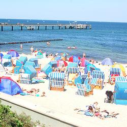 Balta Maro: Kühlungsborn kun strandpromenejo