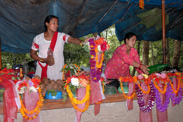Vendors of flower garlands on the way to the Dakshin Kali tempel